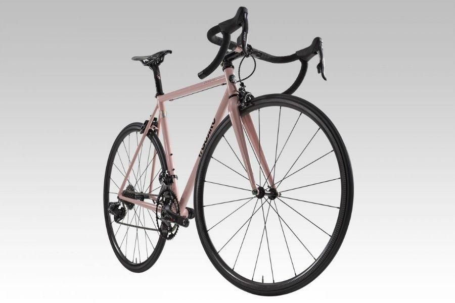 Seguro Bicicleta - Imagen de una bicicleta de aluminio color rosa con fondo blanco