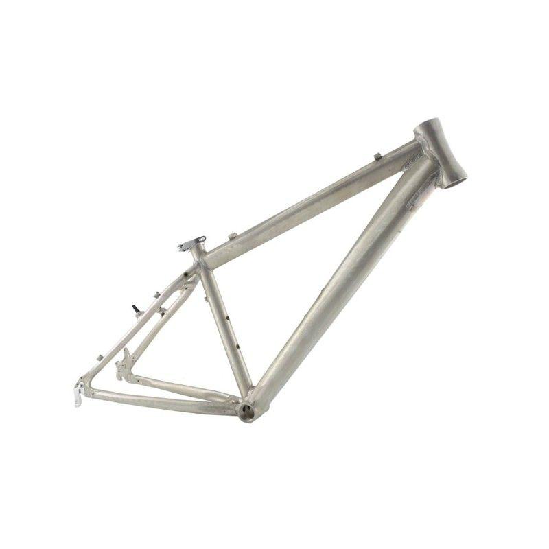 Seguro Bicicleta - Imagen de un cuadro de bicicleta de aluminio con fondo blanco