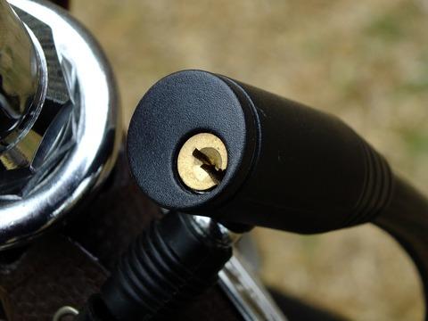 Seguro para Bicicletas - Imagen en primenr plano de la cerradura de un candado de bicicleta