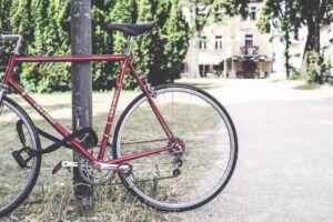 Seguro bicicleta - Bicicleta urbana asegurada con cadena